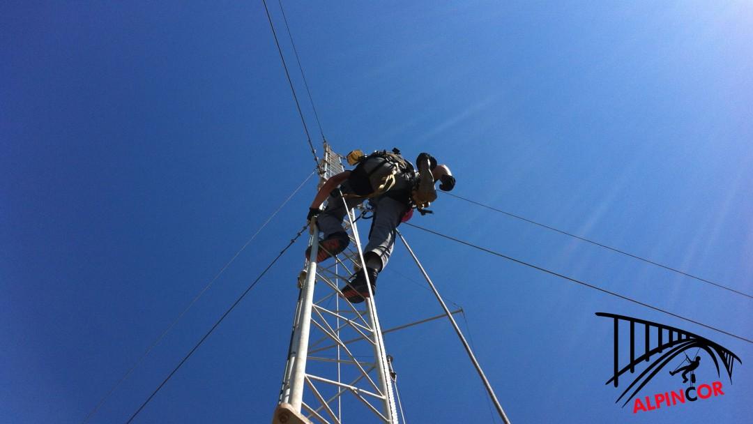 Instalación de líneas de vida verticales rígidas EN353-1
